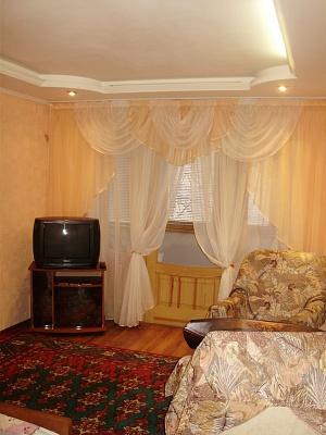 1-комнатная квартира посуточно в Днепродзержинске. ул. Глаголева, 17. Фото 1
