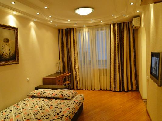1-комнатная квартира посуточно в Киеве. Печерский район, ул. Кутузова, 9. Фото 1