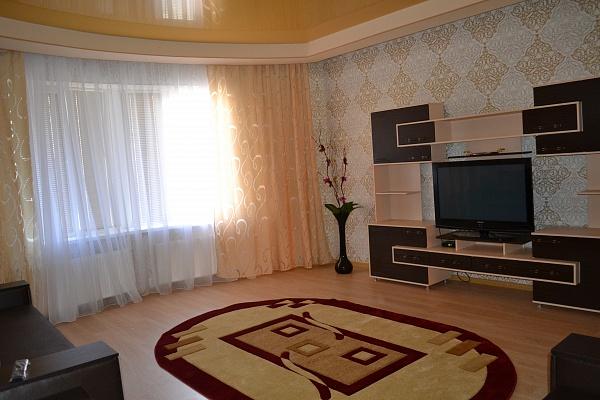 3-комнатная квартира посуточно в Харькове. Киевский район, ул. Академика Барабашова, 32. Фото 1