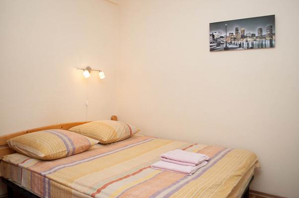 1-комнатная квартира посуточно в Киеве. Днепровский район, ул. Энтузиастов, 43. Фото 1