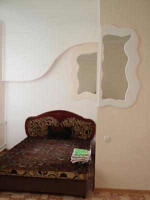 2-комнатная квартира посуточно в Керчи. ул. Ульяновых , 39. Фото 1
