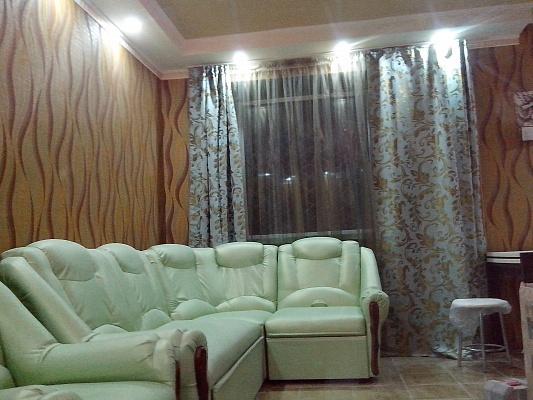 2-комнатная квартира посуточно в Днепродзержинске. пр-т Аношкина, 66. Фото 1