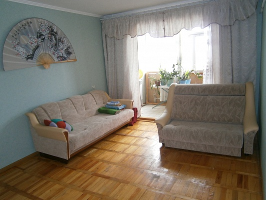 2-комнатная квартира посуточно в Бердянске. ул. Карла Маркса, 22. Фото 1