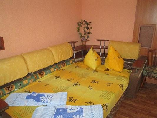 2-комнатная квартира посуточно в Евпатории. ул. Тучина, 27. Фото 1