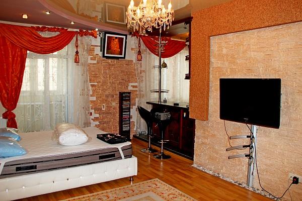 1-комнатная квартира посуточно в Днепропетровске. Кировский район, ул. Комсомольская, 74. Фото 1