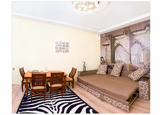 3-комнатная квартира посуточно в Одессе. Приморский район, ул. Жуковского , 30. Фото 1