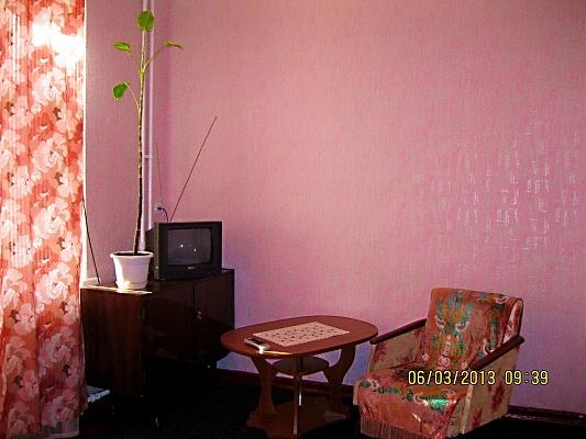2-комнатная квартира посуточно в Запорожье. Ленинский район, ул. Добролюбова, 12. Фото 1