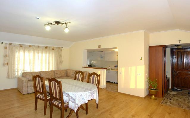 3-комнатная квартира посуточно в Трускавце. ул. Героев УПА, 2Б. Фото 1