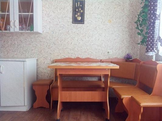 2-комнатная квартира посуточно в Лозовой. микрорайон №3, 3. Фото 1
