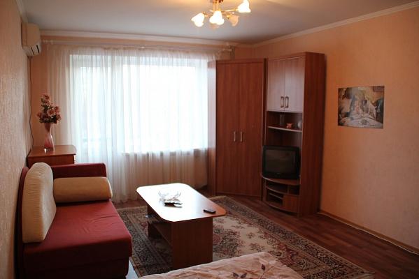 1-комнатная квартира посуточно в Мариуполе. пр.Ленина, 107. Фото 1
