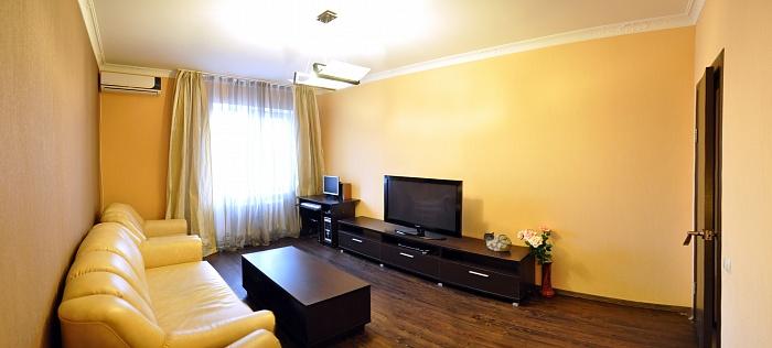 2-комнатная квартира посуточно в Николаеве. Ленинский район, ул. Южная, 76. Фото 1