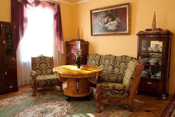 Дом  посуточно в Львове. Галицкий район, ул. Соломии Крушельницкой, 23. Фото 1