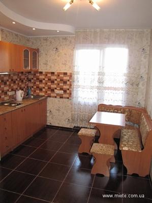 1-комнатная квартира посуточно в Киеве. Деснянский район, МИЛОСЛАВСКАЯ, 2Б. Фото 1