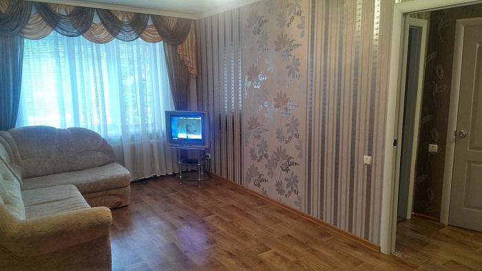 2-комнатная квартира посуточно в Прилуках. ул. Констянтыновская, 110. Фото 1