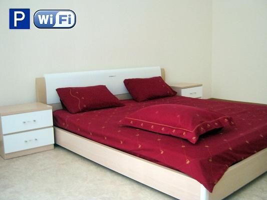 2-комнатная квартира посуточно в Симферополе. Киевский район, ул. Крупская, 3. Фото 1