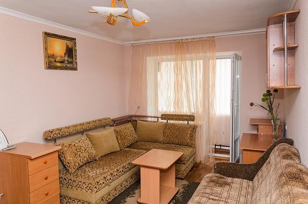 2-комнатная квартира посуточно в Сумах. Ковпаковский район, пр-т Шевченко, 28. Фото 1