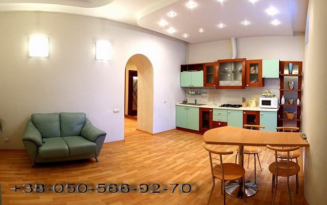 2-комнатная квартира посуточно в Севастополе. Ленинский район, ул. Большая Морская, 2. Фото 1