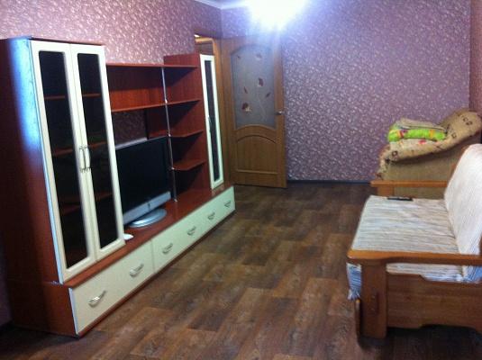 1-комнатная квартира посуточно в Луганске. Октябрьский  район, ул. 30 лет Победы, 37. Фото 1
