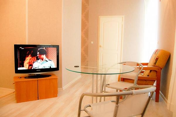 2-комнатная квартира посуточно в Одессе. Приморский район, ул. Пушкинская, 72. Фото 1