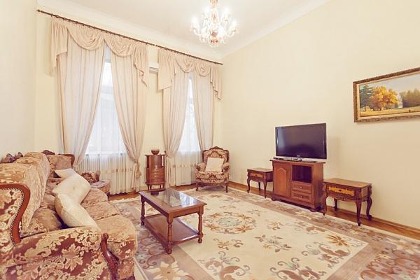 3-комнатная квартира посуточно в Киеве. Печерский район, ул. Городецкого, 4. Фото 1