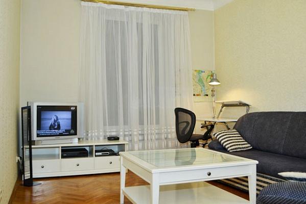 2-комнатная квартира посуточно в Киеве. Печерский район, ул. Димитрова, 6. Фото 1