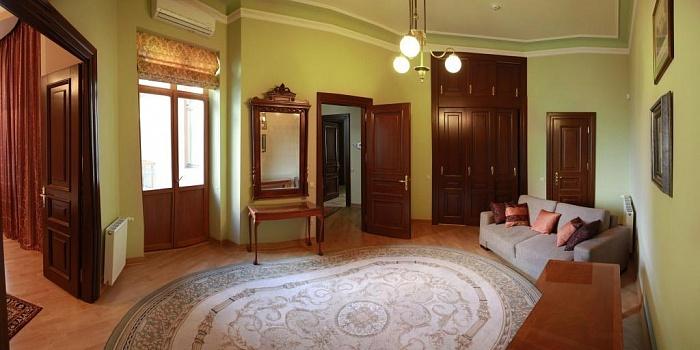 5-комнатная квартира посуточно в Львове. Галицкий район, ул. Фурманська, 9. Фото 1