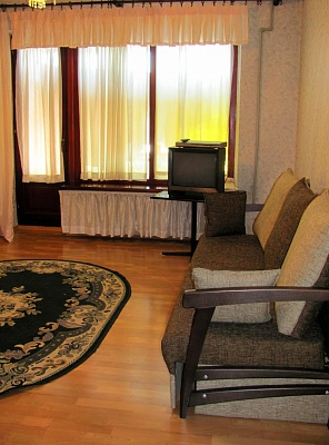 3-комнатная квартира посуточно в Луганске. Ленинский район, ул. Коцюбинского, 27. Фото 1