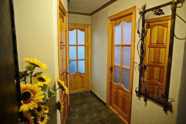 1-комнатная квартира посуточно в Ровно. ул. Бандеры, 26. Фото 1