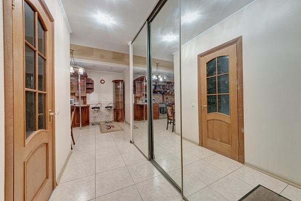 2-комнатная квартира посуточно в Ивано-Франковске. ул. Тарнавского, 3. Фото 1