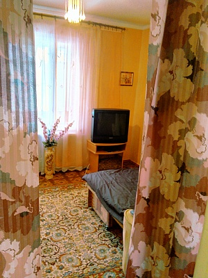 1-комнатная квартира посуточно в Мелитополе. ул. Гетманская (Ленина), 139. Фото 1