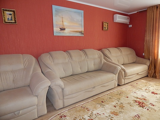 2-комнатная квартира посуточно в Феодосии. ул. Дружбы, 40. Фото 1