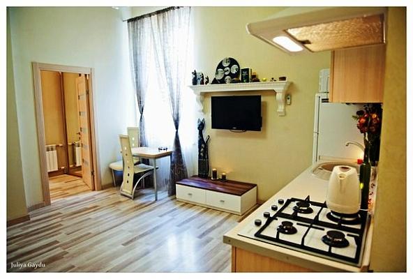 2-комнатная квартира посуточно в Одессе. Приморский район, ул. Еврейская, 2а. Фото 1