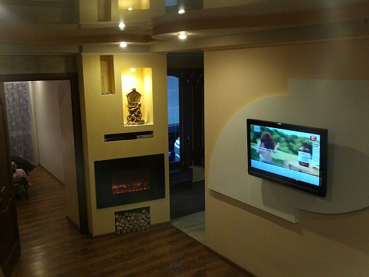 2-комнатная квартира посуточно в Луганске. Октябрьский  район, квартал Ватутина, 23. Фото 1