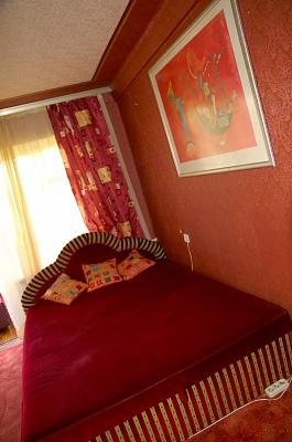 2-комнатная квартира посуточно в Киеве. Днепровский район, ул. Серова, 36. Фото 1