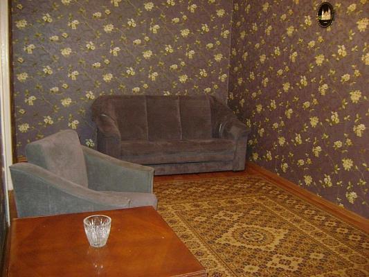 2-комнатная квартира посуточно в Чернигове. Деснянский район, пр-т Победы, 94. Фото 1