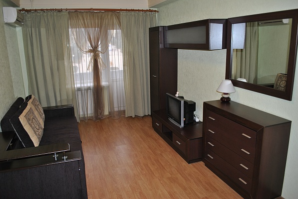 1-комнатная квартира посуточно в Донецке. Ленинский район, ул. Куйбышева, 36. Фото 1