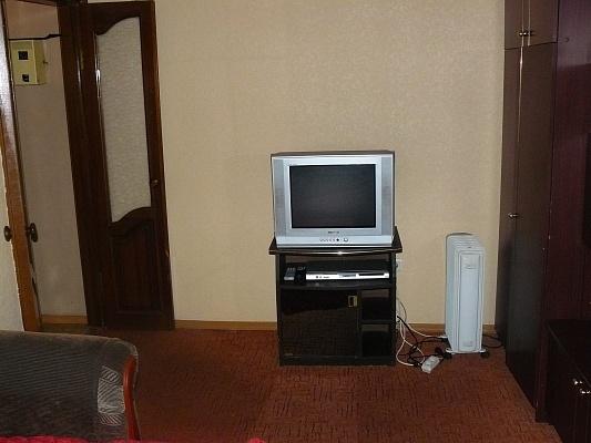 1-комнатная квартира посуточно в Донецке. Ворошиловский район, ул. Постышева, 137. Фото 1