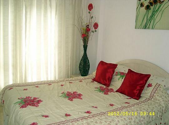 2-комнатная квартира посуточно в Кривом Роге. Долгинцевский район, пр-т Гагарина, 63. Фото 1