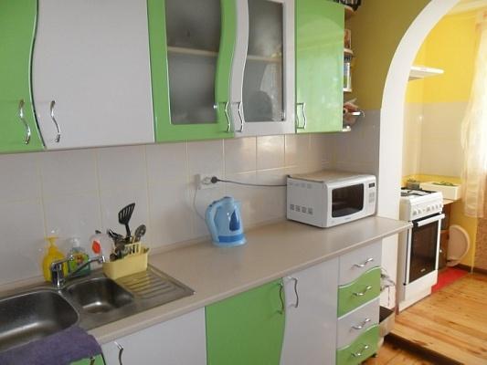 3-комнатная квартира посуточно в Алупке. ул. Сурикова, 16. Фото 1
