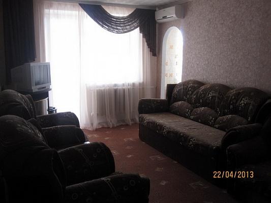 3-комнатная квартира посуточно в Судаке. ул. Ленина, 61. Фото 1