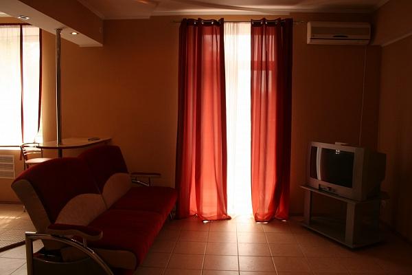 2-комнатная квартира посуточно в Кривом Роге. Саксаганский район, пл. Артема, 27. Фото 1