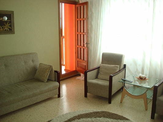 2-комнатная квартира посуточно в Ильичёвске. Пригород район, ул. Александрийская. Фото 1