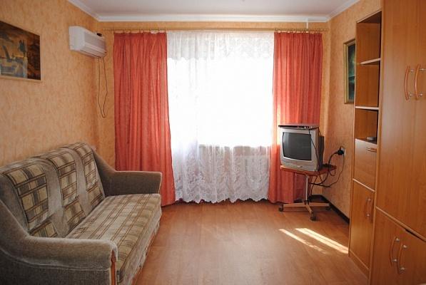 1-комнатная квартира посуточно в Феодосии. ул. Советская , 12. Фото 1