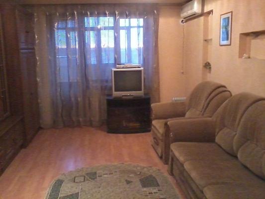 2-комнатная квартира посуточно в Алчевске. ул. Ленина, 26. Фото 1
