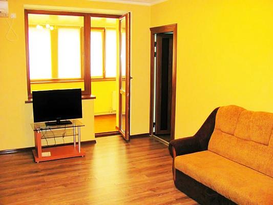 3-комнатная квартира посуточно в Луганске. Ленинский район, Героев ВОВ пл., 7. Фото 1