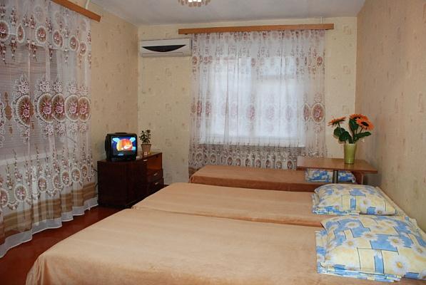 2-комнатная квартира посуточно в Бердянске. пр. Победы, 8. Фото 1