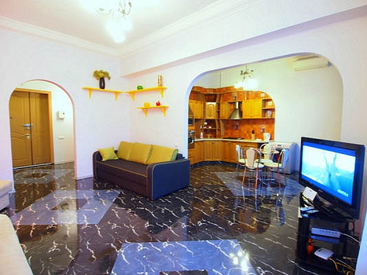 2-комнатная квартира посуточно в Киеве. Печерский район, ул. Крещатик, 23. Фото 1