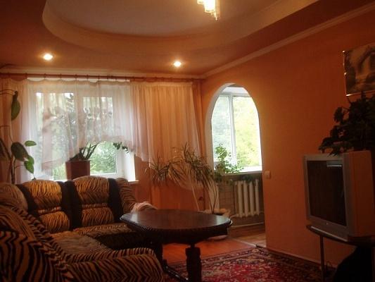 3-комнатная квартира посуточно в Житомире. ул. Покровская (Щорса), 20-А. Фото 1