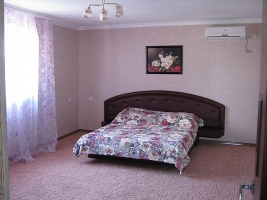3-комнатная квартира посуточно в Евпатории. ул. Кирова, 82. Фото 1