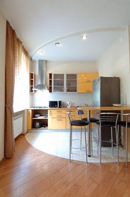 2-комнатная квартира посуточно в Киеве. Печерский район, Кловский спуск, 10. Фото 1